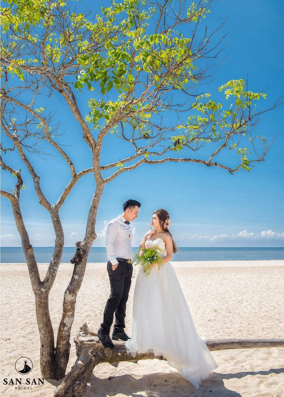 Ý nghĩa của việc mơ thấy mặc váy cưới mà không phải ai cũng biết