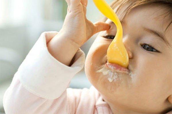 trẻ 7 tháng ăn được những gì để cao lớn thông minh